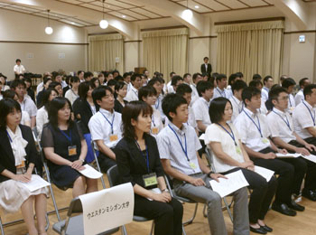 Учителя становятся учениками: отправляющиеся в США на стажировку преподаватели английского языка на прощальной церемонии, которая прошла в четверг в министерстве образования