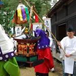 На фестивале Наки Мацури буддийские монахи изображают траурную процессию на похоронах супруги Фудзивары-но Мотохира, второго главы семьи северных Фудзивара. 4-е мая 2008 г.