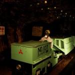 """Вагонетки выезжают на задание. В современной (относительно) части рудника все """"полы"""" выстланы рельсами. Похоже, вагонетки ходили везде"""