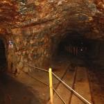 Еще отходящий вбок коридор. Обратите внимание, как обтесаны стены и потолок: откалывали, похоже, целыми пластами