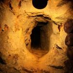 """""""Нора тануки"""". Пробитый в скале коридор. Я бы туда просто не протиснулась. Продалбливали, видимо, по ходу золотоносной жилы"""