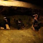 Старатели за работой. За день один рудокоп мог пробить в скале ход на 30 см. Это максимальный проход