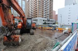Строительство на этой площадке в районе Накамура (Нагоя) было заморожено после того, как токийская компания-застройщик обанкротилась