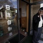 Сусуму Икэда, вернувшийся проверить дом и ремонтную мастерскую в г. Намиэ. 20-е ноября 2011 г.