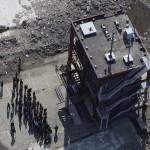 Минамисанрику, 18-е ноября 2011 г. 11-го марта на крыше этого здания укрылись десятки людей, но десятерым удалось выжить – всех остальных смыло цунами. С тех пор этот дом стал местом, куда люди приходят почтить память погибших в результате катастрофы