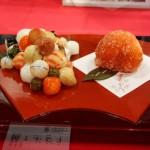 Суси, изображающие виноград и персик