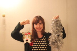 Даниэлла с украшениями на Новый год и Рождество. Фото автора