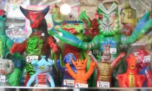 Фигурки в Gojira-ya. Фото автора