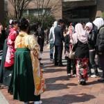 В институте довольно много иностранных студентов. Особенно много китайцев, вьетнамцев и малазийцев. Девушки-малазийки хорошо заметны