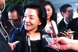 Ёсико Сакураи считает, что женщины из императорской семьи не должны сохранять свой статус, выходя замуж за простолюдинов