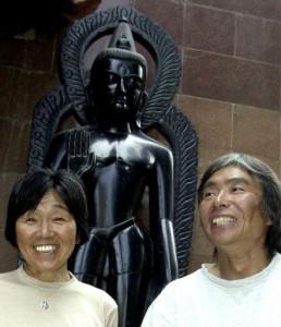 Тамаэ Ватанабэ (слева)
