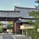 Ворота и крыша храма