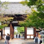 Вид ворот с территории храма