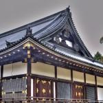 Крыша храма под дождём
