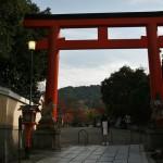 Ворота из храма в парк Маруяма (точнее, конечно, наоборот, но мне по ходу прогулки было именно так)
