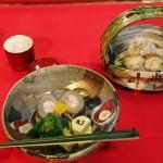 Из той же трапезы закусь из овощей и морепродуктов
