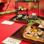 Если верить написанному, это обед в коробочке из Удзи (город такой в префектуре Киото, знаменитый своим зеленым чаем)
