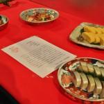 Ужин, часть которого составляют суси и омлет даси-маки. И то, и другое - размером чуть меньше моей ладони