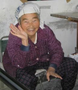 Бабушке Руми (Икэгами Румико) сейчас 80 лет. Из них больше полувека она делает удон, попробовать который съезжаются в город Такамацу со всей страны. Кисино-сан - ее последний ученик