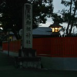 Столб при входе на территорию храма