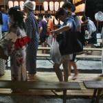 История фестиваля начинается во времена Хэйана, т.е. больше тысячи лет назад. На самом пике летней жары перед очередной сменой сезона с лета на осень (примерно половина года) столичная знать приходила в храм, который в то время был самым главным храмом Хэйан-кё, смыть накопившиеся за полгода грехи в священном пруду Митараси-ойкэ. Считалось, что омовение ног в этом самом пруду очищает душу и дарит здоровье на оставшуюся половину года. Также есть поверье, что беременная женщина, омывшая ноги в священном пруду в эти же дни, родит легко и безболезненно здорового ребенка