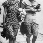 """Некоторые европейские товары, с которыми до того японские женщины никогда не имели дела, входили в употребление именно через мога. Начиная с уже упомянутого """"сиськодержателя"""" и заканчивая гигиеническими поясами и прокладками. Европейская косметика, духи, средства ухода за кожей - если это модный западный тренд, мога хватали не глядя"""