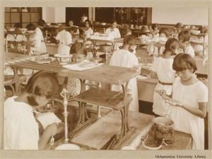 Как уже упоминалось при училище были открыты школы всех уровней, детский сад и ясли. На этой фотографии - урок кулинарии в начальной школе