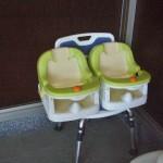 Специальные табуретки для особых посетителей. Нижнее большое кресло - для тех, кому тяжело двигаться. Оно выше стандартной табуретки, длина ножек регулируется, и намного устойчивее. Сверху - два креслица для младенцев
