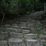 Эта лестница, похоже, помнит еще первых императоров. Но первых сёгунов - уж точно