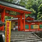 Вход в синтоистский храм со стороны буддийского