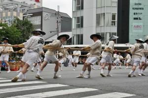 japanese_men_gion_matsuri_2013_045