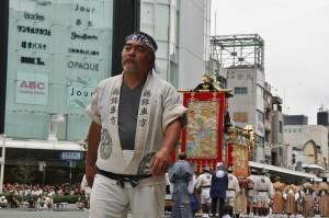 japanese_men_gion_matsuri_2013_075