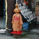 Красотка с головой-тыковкой из лавки мелких принадлежностей к кимоно