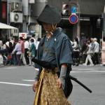 """Один из героев и жертв так называемых """"репрессий Ансэй"""", направленных на подавление сопротивления оппозиции против подписания неравноправных договоров с западными странами. Хасимото Санаи был обезглавлен в 1859 году. Представлен в костюме самурая провинции Фукуи"""