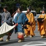 Коноэ Тадахиро, завершение. Принц императорской семьи (потому и костюмчик такой, с продолжением и сопровождением), В 1862-63 годах был кампаку (регентом) при императоре Комэй