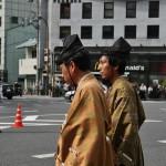 Просто симпатичные мальчики в костюмах самураев