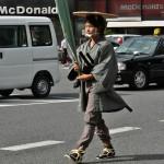А это уже самурайчик. Лучник. Вот это длинное у него в руках, в тряпочку завернутое, - лук и есть