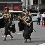 А это у нас уже Адзути-Момояма. И процессия, представляющая визит Тоётоми Хидэёси в Киото. Тоже засвительствовать почтение императору. Эти двое - открывающие процессию самураи