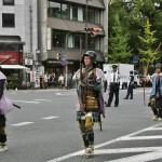 Самурайчики с пушками, которые только-только были завезены в Японию белыми варварами. Разноцветные жилетки поверх доспеха - дзин-баори - также заимствование и адаптация европейского таббарда