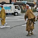 Потомки этих лучников и завершают парад Фестиваля эпох