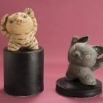 """Автор - Камэи Кэйко 亀井桂子. Название - """"Кот-прорицатель и мими-нэко-попутный ветер"""". Тоже два божества. Левый котик может прозревать удачу, а правый - создавать своими ушами ветер, которую эту удачу принесет"""