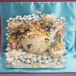 """Автор - Танака Кадзуми 田中かずみ. Название - """"Золото и судьба"""". Божественные котики летают над облаками на золотом корабле. И раздают добро хорошим людям"""