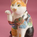 """Автор - Мацумото Хироко 松本浩子. Название - """"Дзуитё манэки-нэко"""". Кот, украшенный знаками расположения фортуны"""