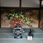 В храме помимо всего прочего базируется и одна из школ икэбаны, Омуро. В эти дни там проходит заодно и выставка их работ. Вот прям в залах резиденции настоятеля