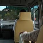 Народу в автобусе совсем немного было. Мы и еще две пары бабушек. Бабушки тут - самая активная и легкая на подъем часть населения