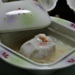 Еда. Суп - не суп, но нечто, загущенное крахмалом, с фрикаделькой из вязкой картошки с мясом краба