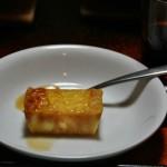 И десерт. Что-то вроде поджаренного пудинга с карамельным соусом