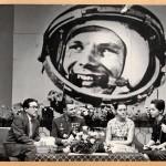 1963 г., Ю.А. Гагарин в Японии. Муза Кагава справа от жены космонавта