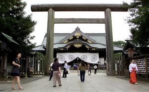 Синдзо Абэ, премьер-министр Японии, 26 декабря посетил храм Ясукуни, где среди прочих чествуют 14 военных преступников класса А