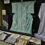 """Сначала один из младших спецов прочитал нам небольшую лекцию про """"татэнисики"""" - самый, пожалуй, древний способ цветного ткачества, завезенный в Японию из Китая 1300 лет назад"""